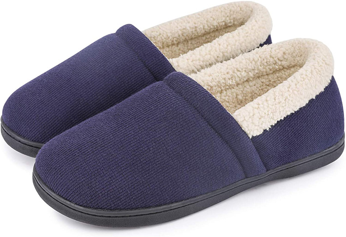 4. HomeTop Men's Comfy Fuzzy House Shoes Slippers